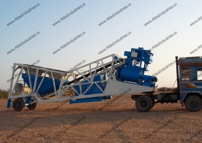 Concrete plant with: twin shaft v/s reversible mixer