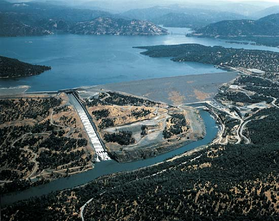Oroville (CA) United States  city photos : oroville dam oroville dam is an earth filled embankment dam