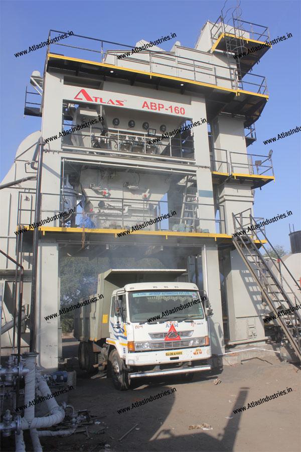 Unloading of asphalt in Atlas asphalt batch plant