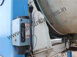 Lubrication system for mixing drum of concrete plant