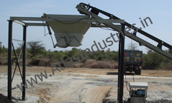 Load out conveyor with silo type hopper